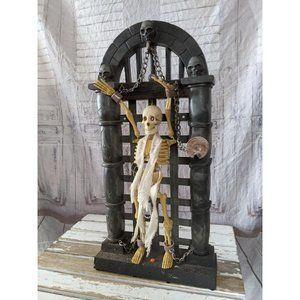 Gemmy Hanging skull prisoner Halloween prop